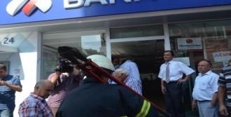 Banka Şubesinde Çıkan Yangın Korkuttu
