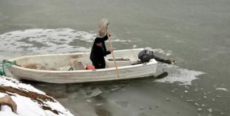 Baraj Gölü Dondu, Tekneler Buza Gömüldü