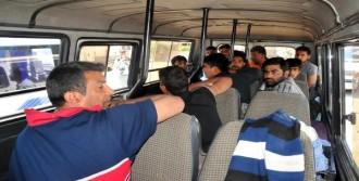 Barınağa Dönüştürülen Minibüsten 13 Mülteci Çıktı