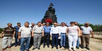 Barış Anıtı'nda Anma