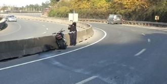 Bariyerlere Çarpan Sürücü Öldü