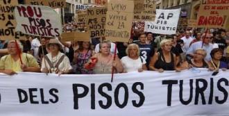 Barselona'da Turizme Karşı İnsan Zinciri