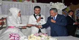Arınç Akrabasının Nikah Şahidi Oldu