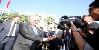 Başbakan Yıldırım İzmir'deki Ofisinde