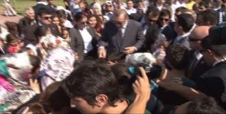 Başbakan'a Sevgi Gösterisi