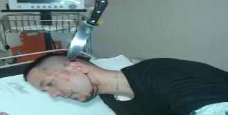 Başına Saplanan Bıçakla Hastaneye Koştu