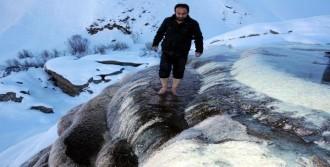 Başkale'deki Pamukkale Kışın Ayrı Güzel