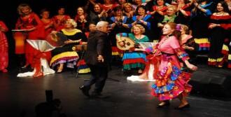 Başkan Ve Eşinden Roman Dansı
