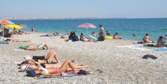 Bayramda Antalya Sahilleri Boş Kalmadı