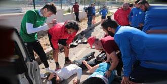 Futbolcular Yardımlarına Koştu