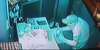 Maskeli Hırsız,  Borç Defterini İnceledi