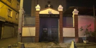 Bebekli Kilise'de Yangın Paniği
