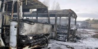 Belediye Deposundaki Hurda Araçlar Yandı
