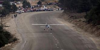 Belediye, Genişlettiği Yola Uçak İndirdi