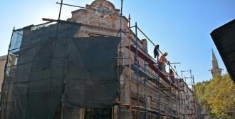 Eski Yapılarda Restorasyon Sürüyor