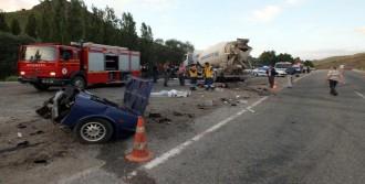 Beton Mikseri Otomobille Çarpıştı; 5 Ölü, 3 Yaralı