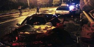 Beton Mikserine Çarpan Sürücü Öldü