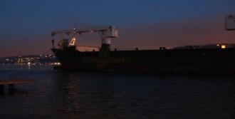 Beykoz'da Kuru Yük Gemisi Karaya Oturdu