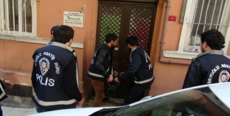 Beyoğlu'nda 'Pitbull'lu Şüphelilere Baskın