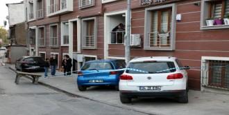 Beyoğlu'nda, Silahlı Saldırıdan Yara Almadan Kurtuldu