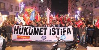 İzmir'de Yolsuzluk Protestosu
