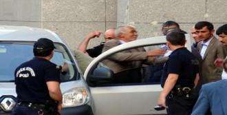 Eski Başkan, Alkışlarla Cezaevine Gitti