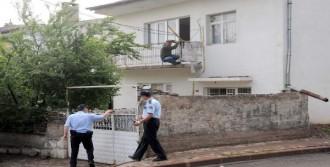 Birinci Kat Balkonundan İntihara Kalkıştı