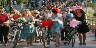 Bisikletlerini Süsleyip Yollara Düştüler