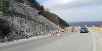 Bolu Dağı'nda Yola Düşen Taşlar Tehlike Yarattı