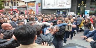 Protestoculara Şehit Tepkisi
