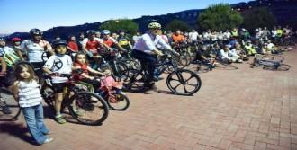 Bornova'da Pedallar İzmir İçin Çevrildi