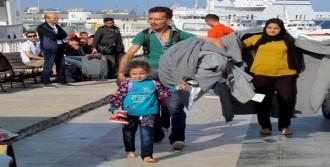 Botları Su Alan 53 Mülteciyi Sahil Güvenlik Kurtardı