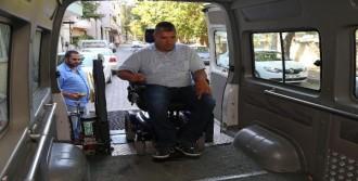 Buca'da Engelli Seçmene Araç Tahsis Edildi