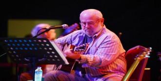 Bülent Ortaçgil'den Nostalji Konseri