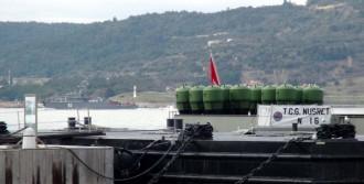 Gemi Çanakkale Boğazı'ndan Geçti
