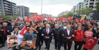 Bursa'da Coşkulu 23 Nisan Yürüyüşü