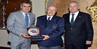 Bursaspor Divan Başkanı Şankaya'ya Veda Yemeği
