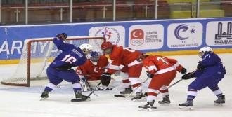 Buz Hokeyinde Fransa'ya 10-0 Yenildik