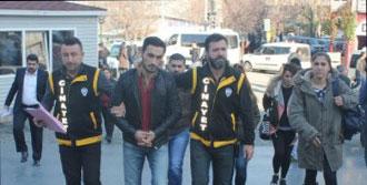 Bursa'da Öğretmeni Yaralayan Zanlı Yakalandı
