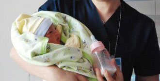 7 Günlük Bebeği Evin Kapısının Önüne Terk Ettiler