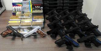 Bu Silahlar Tekel Bayiinde Bulundu