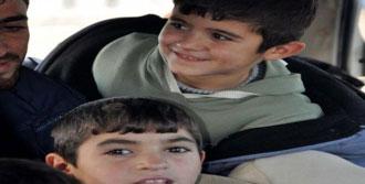 Çanakkale'de 2 Minibüste 35 Suriyeli Yakalandı
