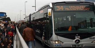 Metrobüs Yayaya Çarptı!