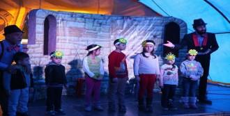 Çadır Tiyatrosu Buca'da Dolaşıyor