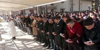Çakıroğlu İçin Erzincan'da Gıyabi Cenaze Namazı Kılındı