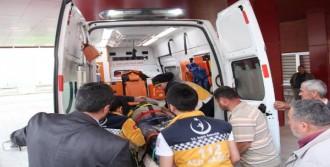 İki İşçi, Düşerek Yaralandı
