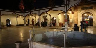 Camide Kalp Kirizi Geçiren Yaşlı Kadın Öldü