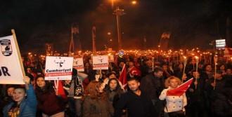 Çanakkale'de Meşaleler Cumhuriyet Bayramı İçin Yandı