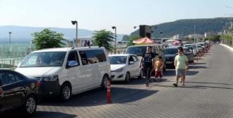 Çanakkale'de Tatilcilerin Feribot Kuyruğu