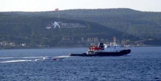 Çanakkale'den Rus Askeri Römorkörü Geçti